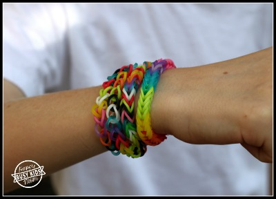 Easy rainbow loom video tutorial.